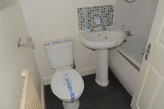 Bathroom of 0/2, Victoria Street, Rutherglen, Glasgow G73