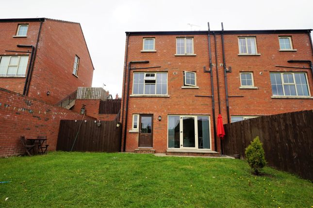 Coopers mill avenue dundonald bt16 4 bedroom town house for Coopers mill