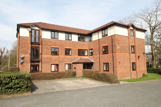 2 bed flat to rent in Drummond Way, Macclesfield
