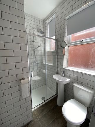 Thumbnail Shared accommodation to rent in The Crescent, Abington, Northampton