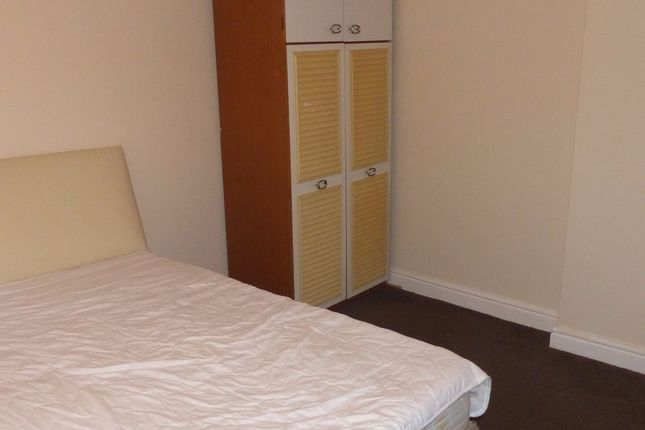 Thumbnail Flat to rent in Cambridge Road, Hounslow