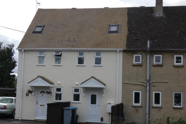 2 bed terraced house to rent in Lawton Avenue, Carterton, Oxon OX18