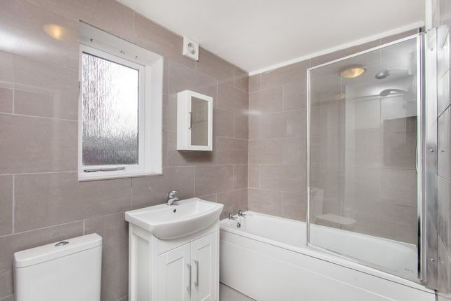 Bathroom of Draycott Close, Cricklewood NW2