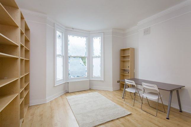 Flat to rent in St. Stephens Avenue, London