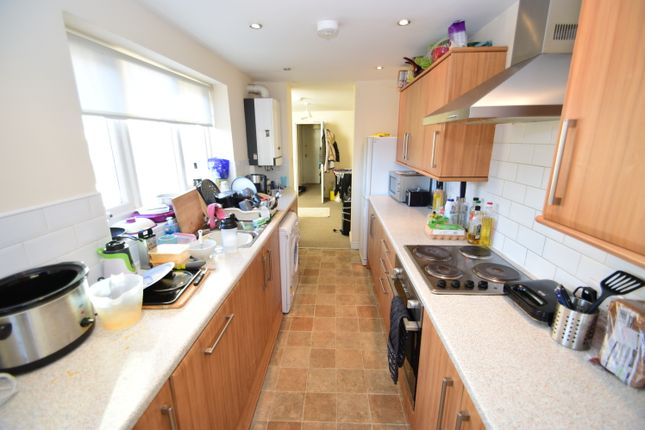 Maisonette to rent in Warwick Street, Heaton