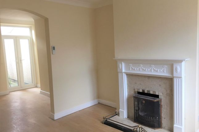 Thumbnail Terraced house to rent in Wellington Terrace, Rhyl