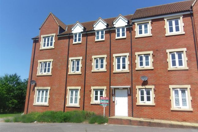 2 bed flat to rent in Hawks Drive, Tiverton EX16