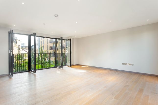 Thumbnail Flat for sale in Shoreham Gardens, Ram Quarter
