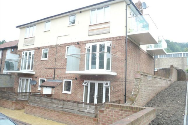 Thumbnail Maisonette to rent in West Wycombe Road, High Wycombe