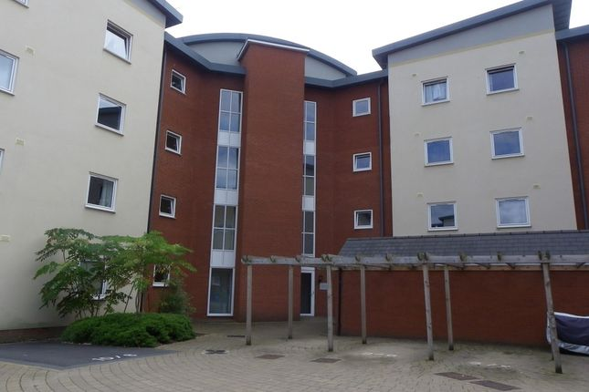 2 bed flat to rent in Suffolk Drive, Gloucester