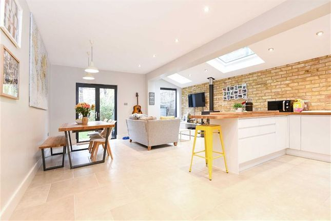 Thumbnail Flat for sale in Midmoor Road, London