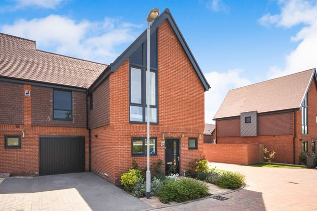 Thumbnail Link-detached house for sale in Niblick Green, Chelmsford