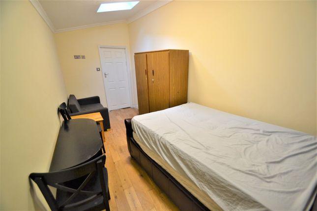 Studio to rent in Bertie Road, London