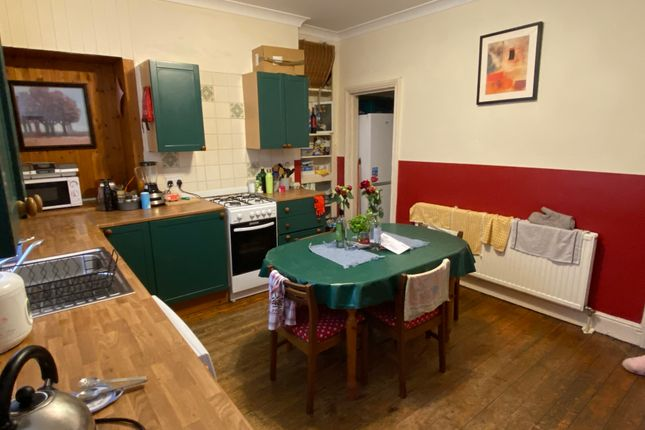 4 bed shared accommodation to rent in Vicars Terrace, Leeds LS8