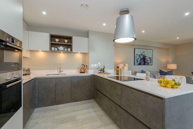 Thumbnail Flat for sale in Comet Way, Southend-On-Sea