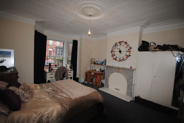 Thumbnail Terraced house to rent in 8 Regent Terrace, Hyde Park