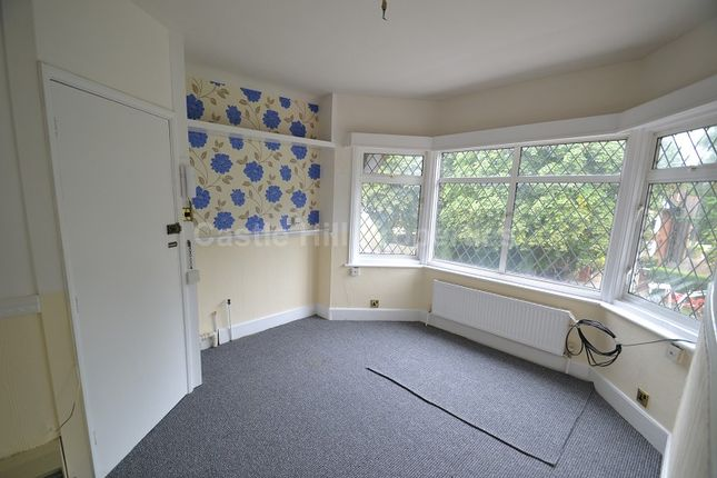 1 bed flat to rent in Bath Road, Taplow, Maidenhead, Berkshire.