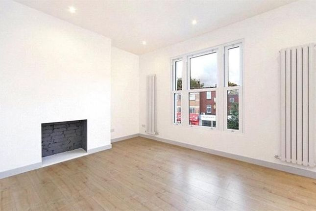 2 bed flat to rent in Peabody Estate, Fulham Palace Road, London