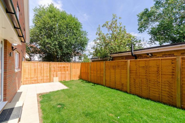 Thumbnail Property for sale in Dawn Close, Hounslow