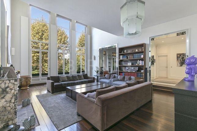 Thumbnail Villa for sale in Neuilly Sur Seine, Neuilly Sur Seine, France