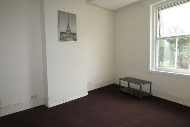 Thumbnail Flat to rent in Somers Road, Southsea, Hampshire