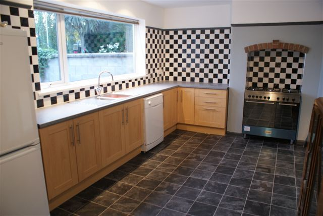 3 bed town house to rent in Oldcastle Avenue, Bradwell, Newcastle-Under-Lyme
