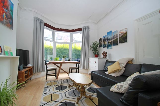 Thumbnail Flat to rent in Baronsmere Road, East Finchley, - With Private Garden
