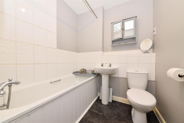 Bathroom of Ratcliffe Avenue, Kings Norton, Birmingham B30