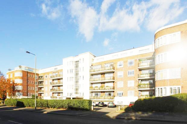 3 bed flat for sale in Riverside Drive, Golders Green Road, London NW11