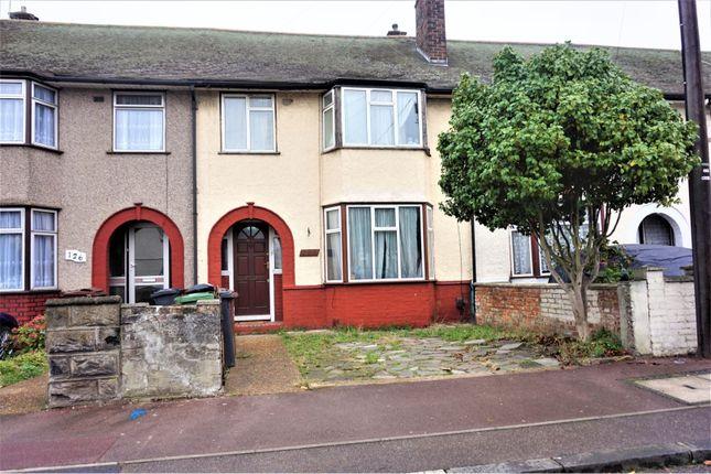 Terraced house in  Whitebarn Lane  Dagenham R West London