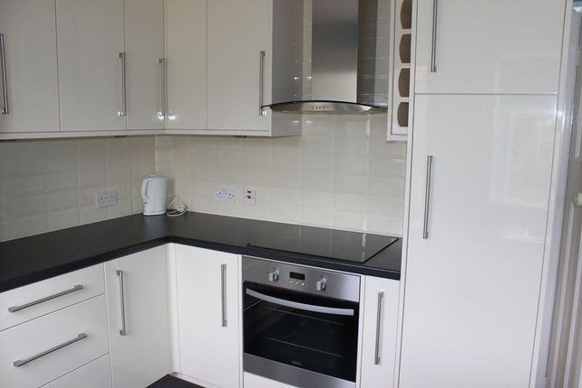 Thumbnail Bungalow to rent in Willson Road, Englefield Green, Egham
