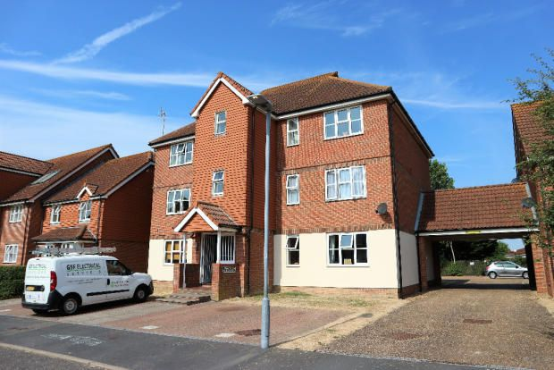 Thumbnail Flat to rent in Falmouth Close, Eastbourne