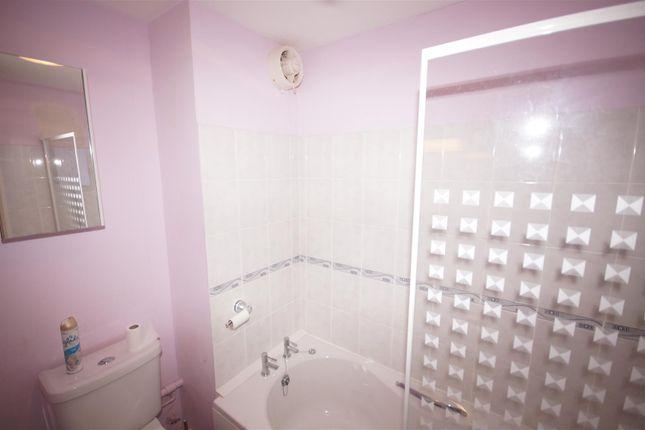 Bathroom of Dolphin Court, Northam, Bideford EX39