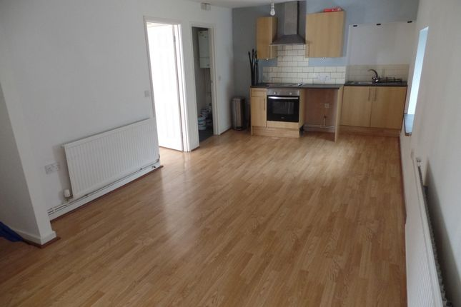 Thumbnail Flat to rent in Windsor Terrace, Twynyrodyn
