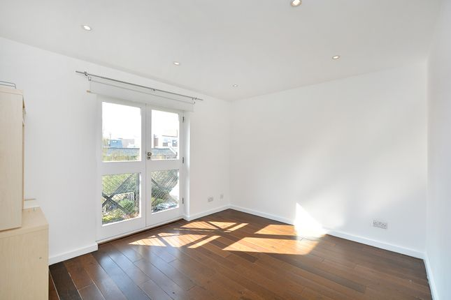 1 bed flat to rent in Northiam Street, Hackney