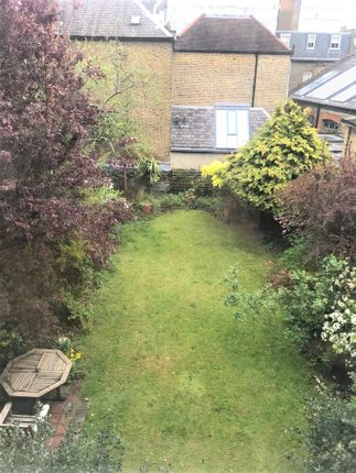 2 bed flat to rent in Gloucester Road, London SW7