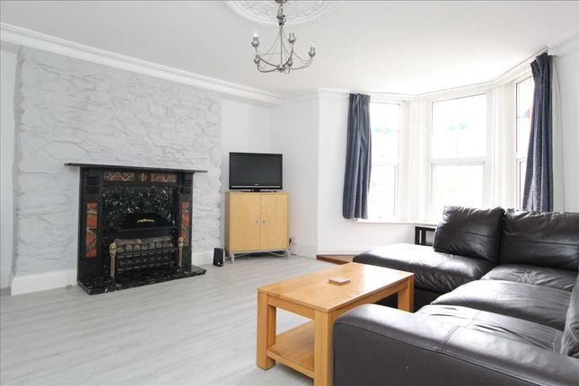 3 bed maisonette to rent in Alexandra Road, Mutley, Plymouth PL4