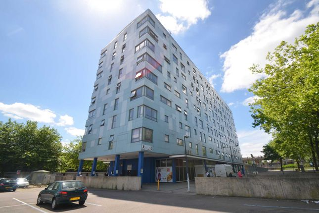 2 bed flat to rent in Wetherburn Court, Bletchley, Milton Keynes