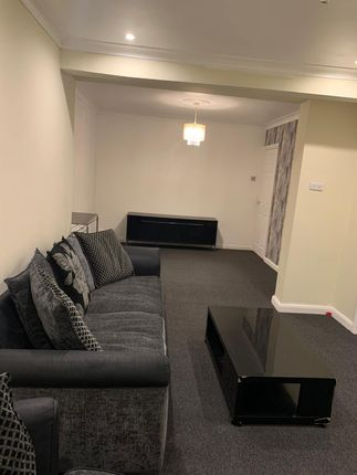 Thumbnail Semi-detached house to rent in Meadow Road, Feltham, Middlesex