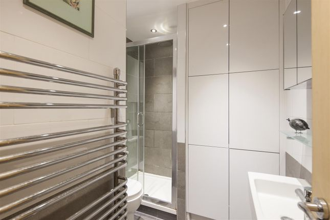 18 Exchange House, 36 Chapter Street - Shower