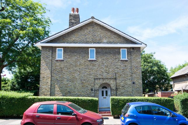 Flat to rent in Huntingfield Road, London