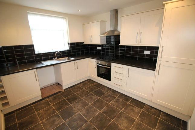 2 bed flat to rent in Northumberland Avenue, Blackpool