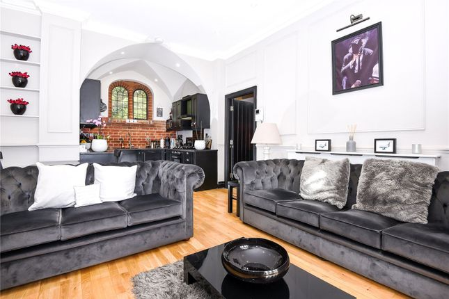 Thumbnail Flat for sale in Convent Court, Hatch Lane, Windsor, Berkshire