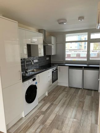 Thumbnail Maisonette to rent in Hillview Court, Woking