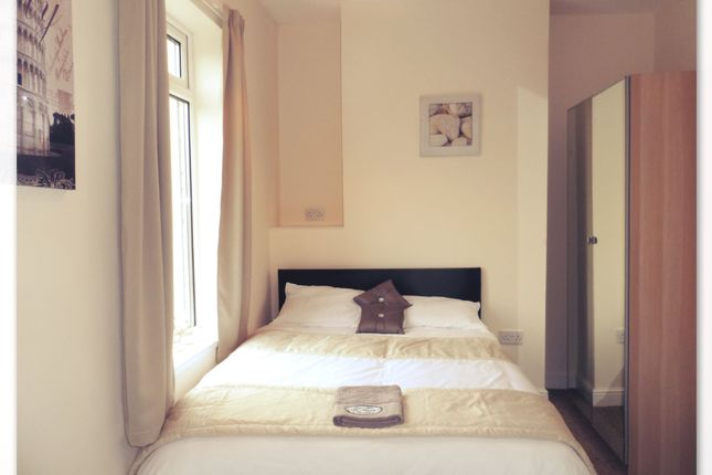 Thumbnail Shared accommodation to rent in Rosedale Road, Bentley