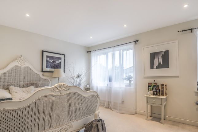 Bedroom of Sailcloth Close, Reading RG1