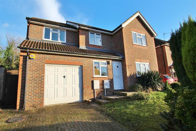 Thumbnail Detached house to rent in Greenfinch Way, Horsham