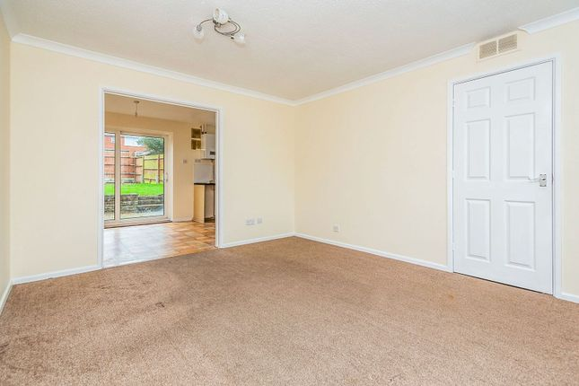 Living Room of Hollydale Close, Reading RG2
