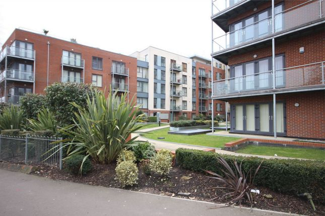 Thumbnail Flat for sale in Midland Road, Hemel Hempstead, Hertfordshire