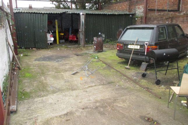 Parking/garage to let in Brasshouse Lane, Smethwick